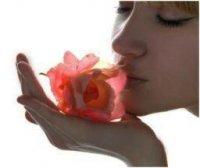 Αφυπνίστε τις αισθήσεις σας και ανεβάστε τη διάθεσή σας με αρωματικά κεριά σόγιας.
